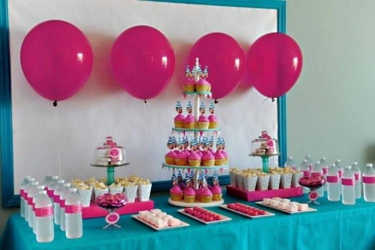 Entrance birthday decoration idea