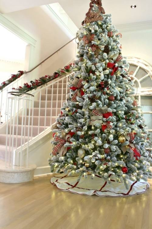 Easy and inexpensive way to make your Christmas tree burst in glam and style!