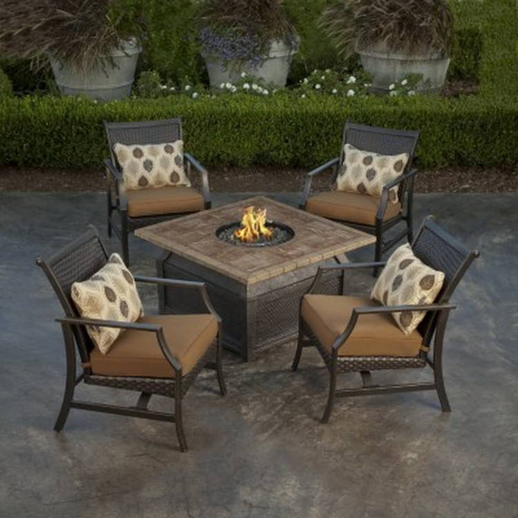 Outdoor Dining Table With Fire Pit In The Middle