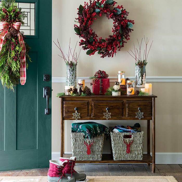Christmas Decorating Ideas: Rosemary Mini Tree Adorns an Entryway