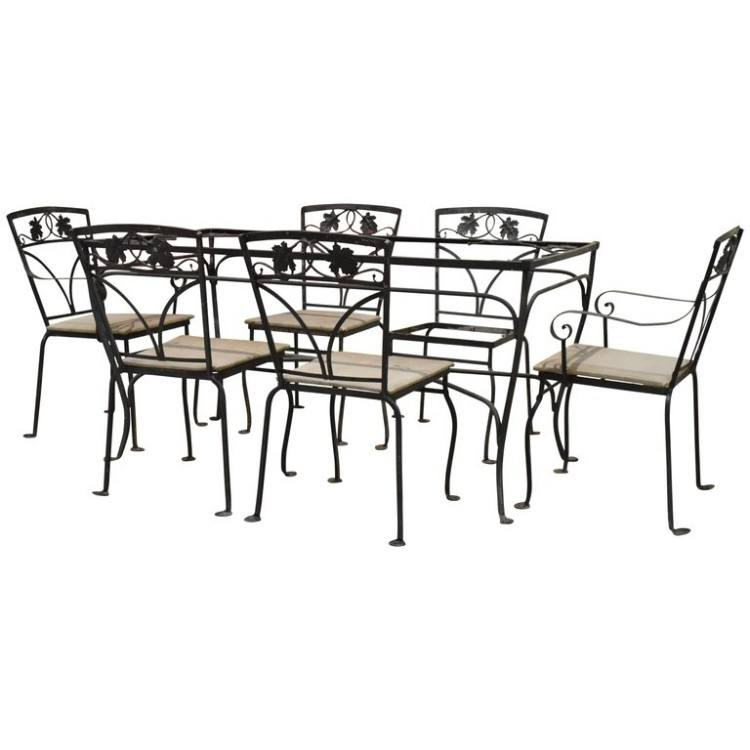 Beautiful seven piece patio set in the maple leaf group design