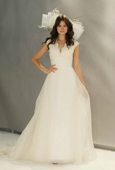 Olivia: Strapless bridal dress with a beautiful pattern of lace roses and a unique colour combination