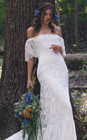 For you who don't like wearing too long wedding gown, short wedding dress  is cute as casual gown model alternative