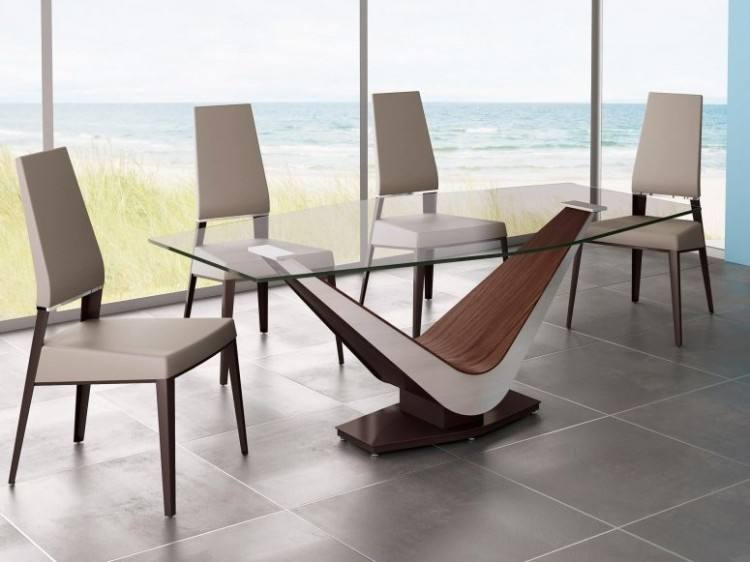 Calligaris dining table from wood and glass base