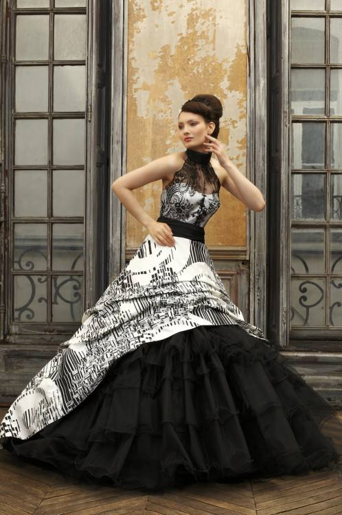Discount 2015 Victorian Gothic Wedding Dresses Vintage Cheap Bridal Gowns  Black Lace And White Chiffon Garden Brides Dress Sweetheart Lace Up Back  Princess