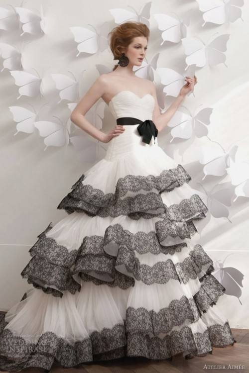 Discount Vintage 2018 Latest Black Lace And White Tulle Wedding Dresses  Sexy V Neck Backless Illusion Long Sleeves Gothic Country Bridal Gowns Best  Lace