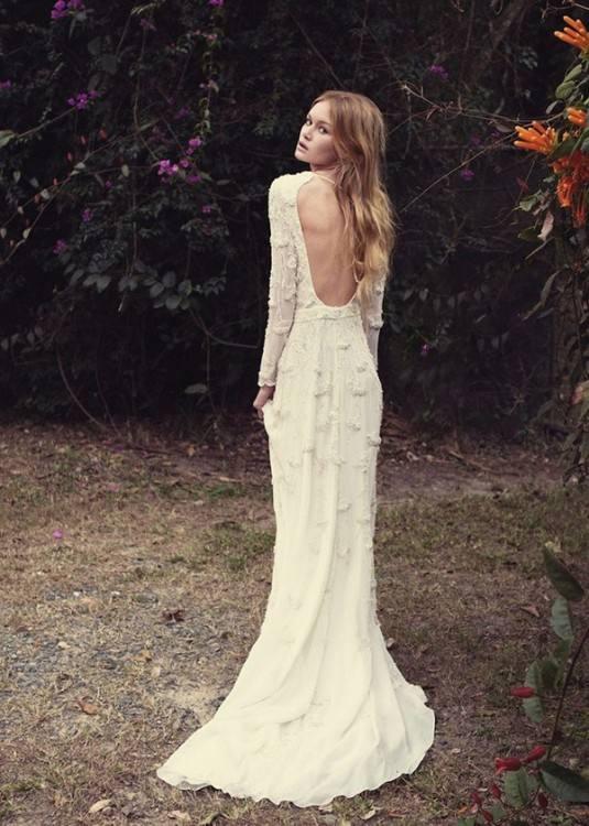 Großhandel 2018 Bohemian Wedding Dress Backless Chiffon Langarm Hohl Design V Ausschnitt Flowy Rock Strand Elegant Plus Size Hochzeit Brautkleider Von