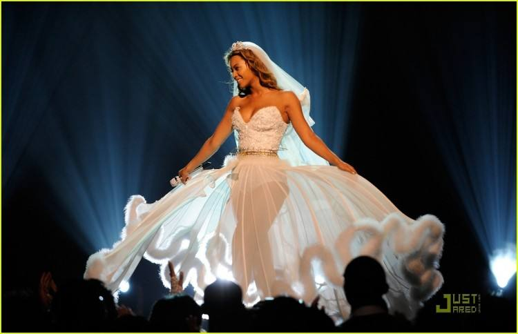 Beyonce appeared in a wedding gown for 'Ave  Maria' and