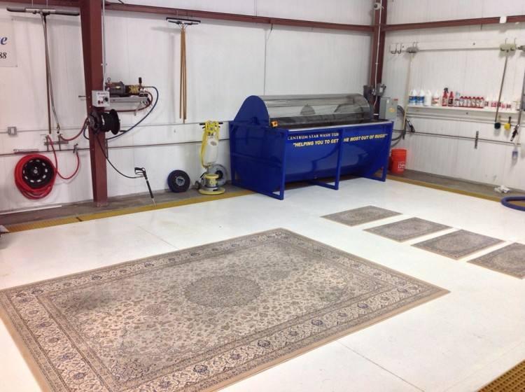 Machine cleaning carpet